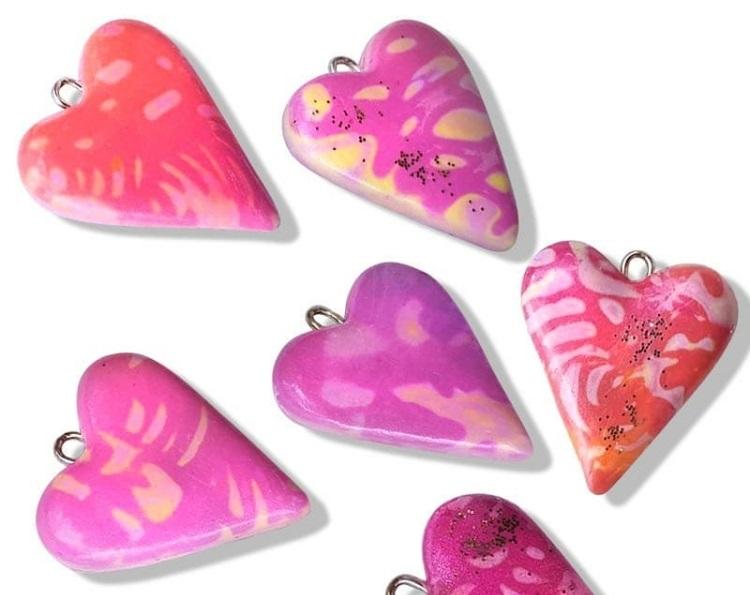 кулоны сердечки из полимерной глины